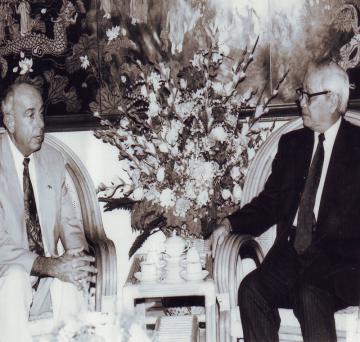 Mr. Alfonso Leon DeMatteis gặp Thủ tướng Võ Văn Kiệt khi mới sang Việt Nam để đầu tư thành lập công ty Delta – 1994